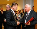 Handing decree honorary member EUA